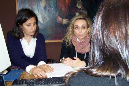 Dos abogadas intermediadoras encauzan a los afectados para que encuentren la mejor solución en cada caso. Foto: EPDA.