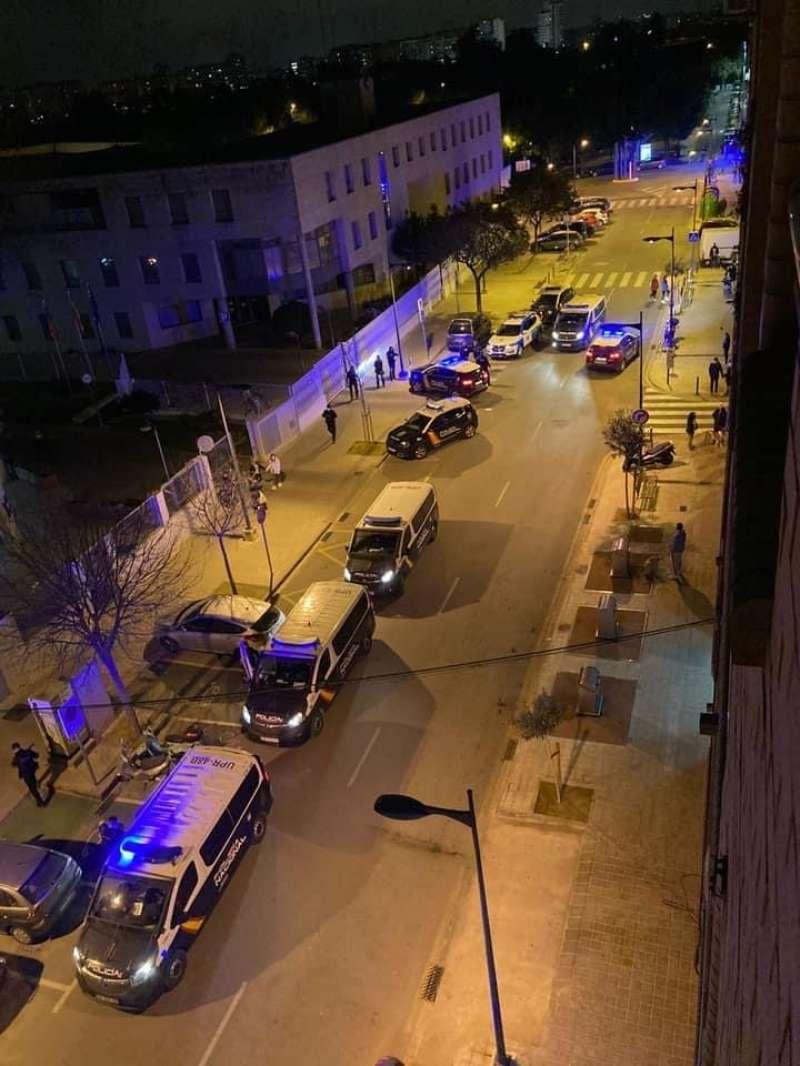 Policías en Mislata esta misma noche. EPDA