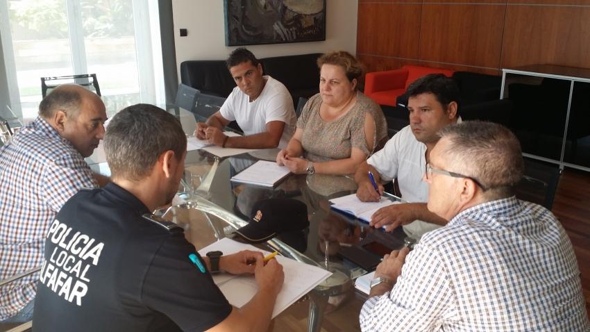 Técnicos y Gabinete de Alcaldía durante la reunión