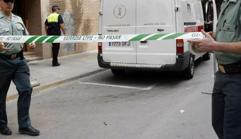 La Guardia Civil en el escenario de un crimen. - EFE