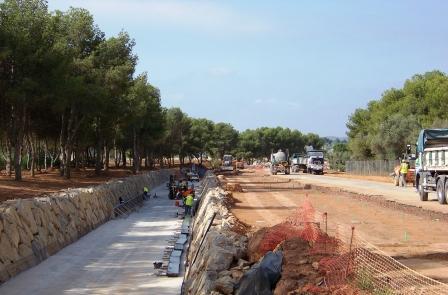 Obras del vial que une la zona residencial del sector SRC-IBM con la carretera de la Pobla de Vallbona. Foto EPDA
