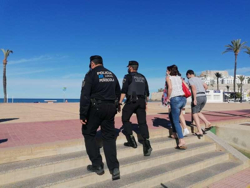 Policía Local de Peñíscola de servicio.