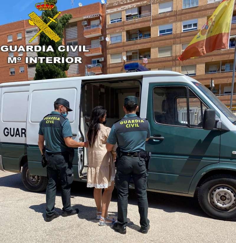 Detención de una mujer durante la operación de la Guardia Civil