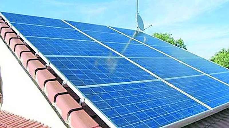 Placas solares en una vivienda. EPDA