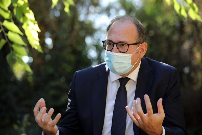 En la imagen, el director general de Operaciones del grupo empresarial Domus Vi, José Luis Roselló, durante la entrevista concedida a EFE.EFE/ Ana Escobar