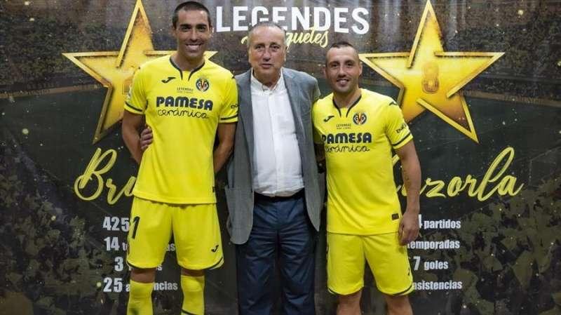 Imagen de Bruno Soriano y Santi Cazorla, con el presidente del Villarreal CF, Fernando Roig, en una imagen con partida en redes sociales por el club. Foto: www.villarrealcf.es