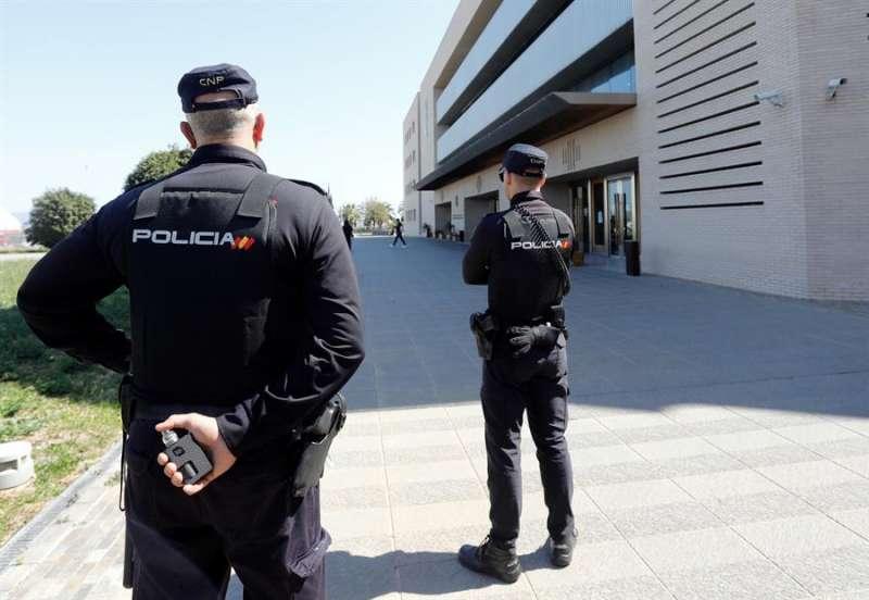 En la imagen, la Policía Nacional en la Audiencia de Castellón. EFE/Domenech Castelló/Archivo