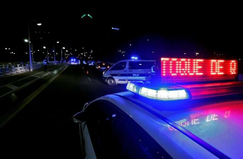 Agentes de la Policía Local de València montan un control. EFE