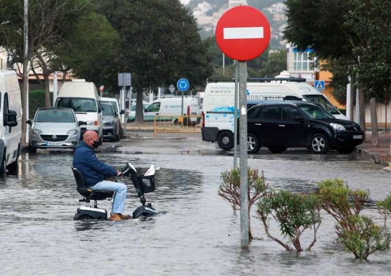 Imagen de un calle junto al paseo marítimo de Jávea (Alicante)