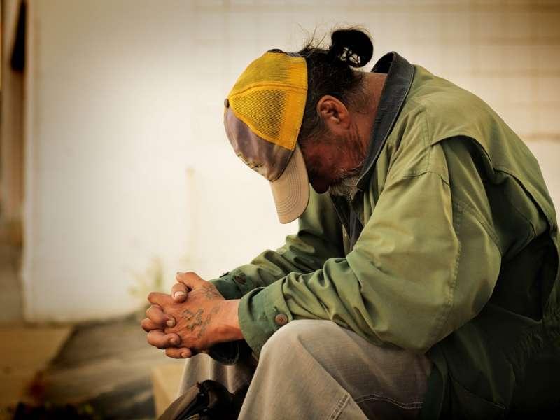 Una persona en vulnerabilidad social. EPDA