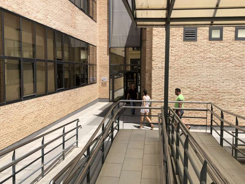 Entrada al edificio administrativo. EPDA