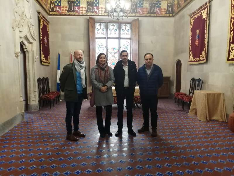 Bielsa con la alcaldesa de Benissanó, durante la visita. / EPDA