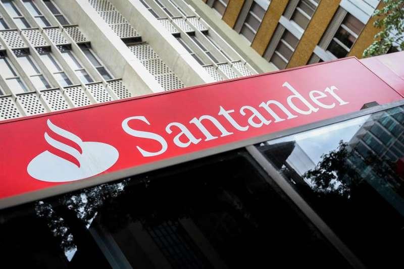 Fachada de una sucursal del banco Santander. EFE/FERNANDOBIZERRAJR/Archivo