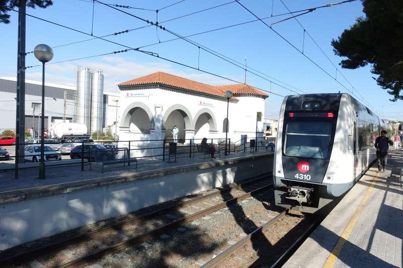 El metro a su paso por Fuente del Jarro. EPDA