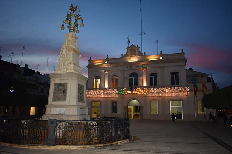 Ayuntamiento de Alfafar con decoración navideña. EPDA
