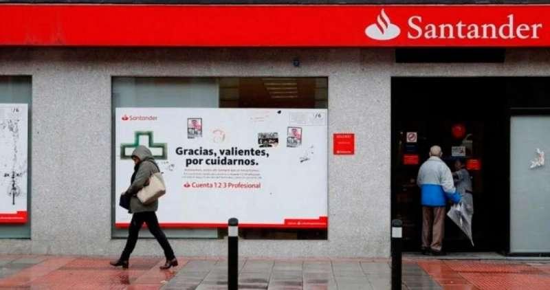 Oficina del Banco Santander. // EFE.