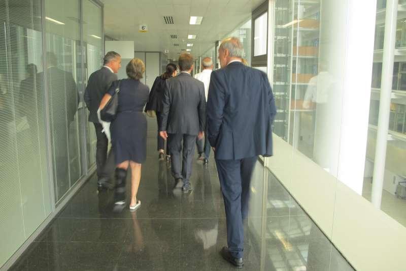 Los jueces pasean por la Ciudad de la Justicia. FOTO TSJCV