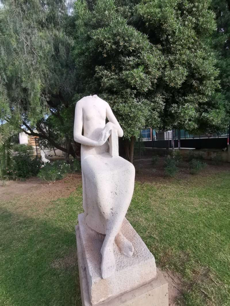 Estatuta decapitada en Viveros. B.BUENO