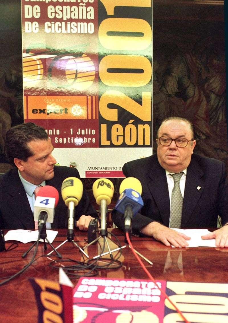 El que fuera presidente de la Real Federación Española de Ciclismo, Manuel Pérez Rubio (derecha). EFE
