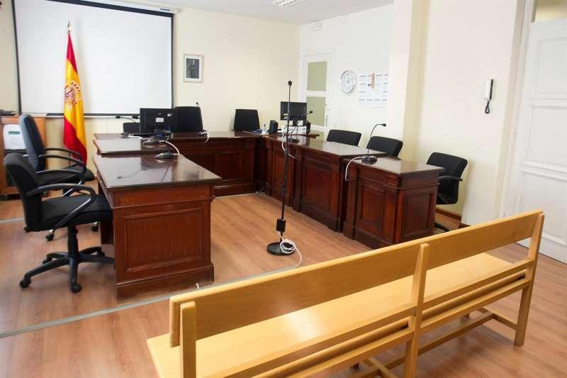Sala de juicios en momentos previos a una vista oral.
