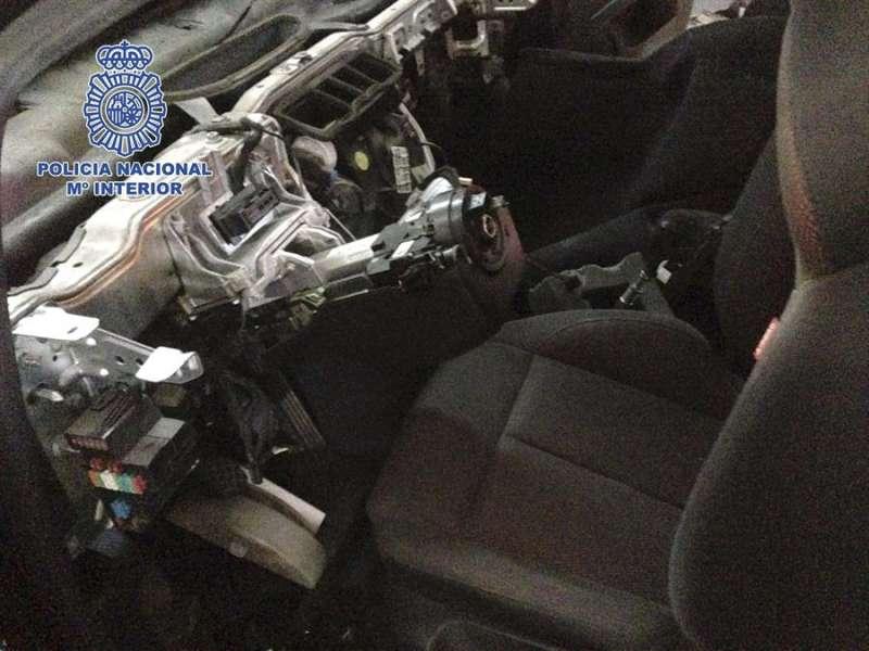 Fotografía facilitada por la Policía Nacional de una operación contra una banda por el robo de coches. EFE