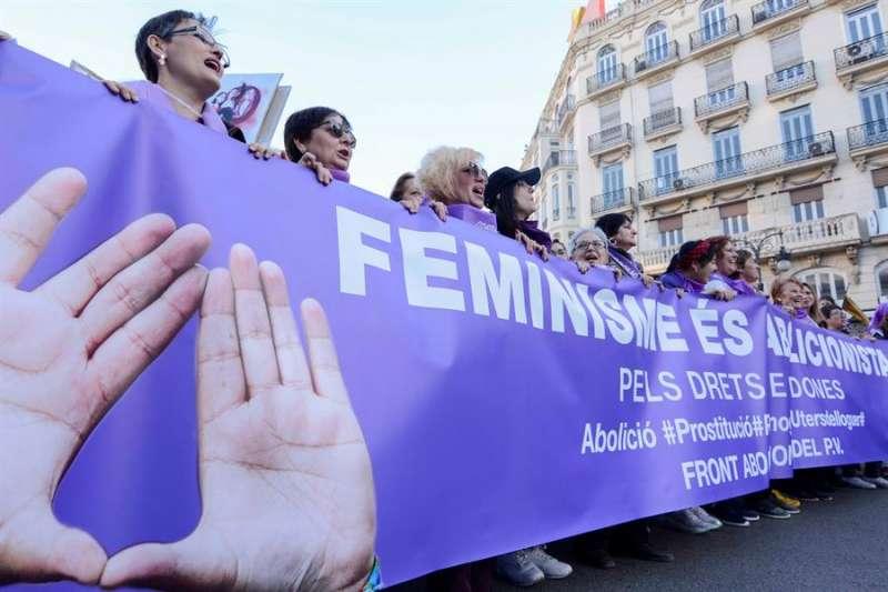 Una pancarta durante la manifestación del Día de la Mujer celebrada en València en una ocasión anterior. EFE