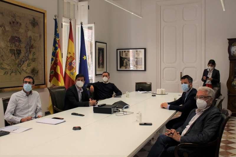 Reunión con los alcaldes Sergio Alfaro, Robert Raga y Manolo Civera. EPDA.