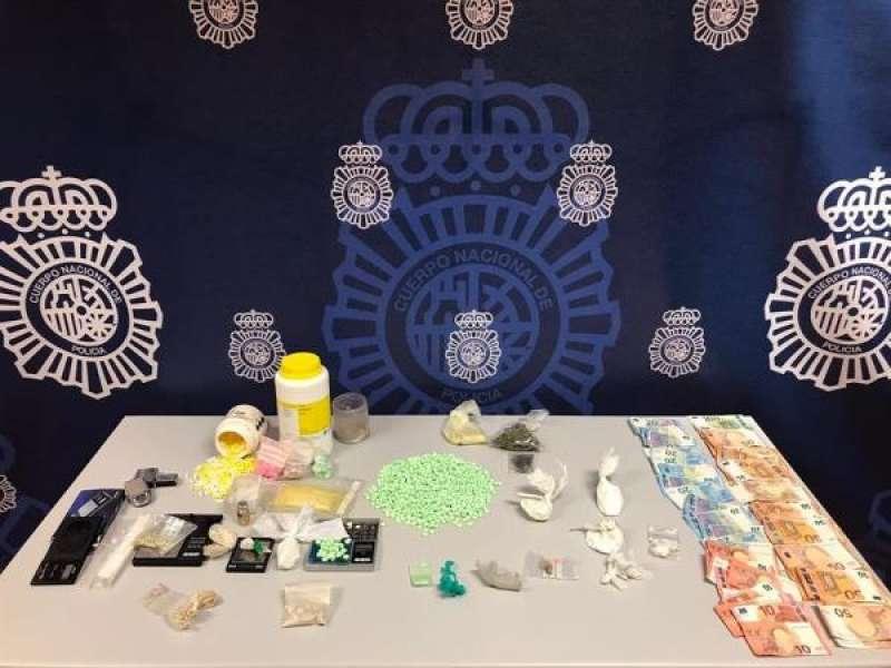 Imagen cedida por la Policía Nacional del material requisado. EFE./ EPDA