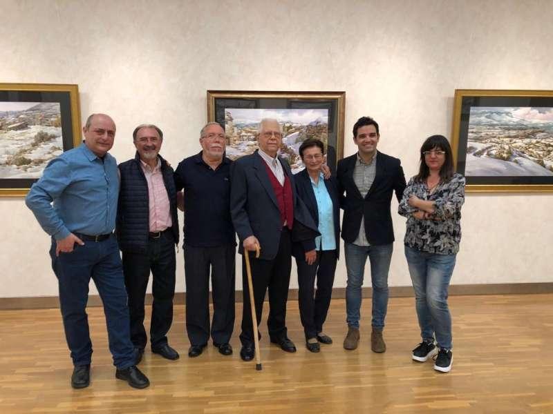 El Alcalde de Paterna junto a diferentes artistas locales.