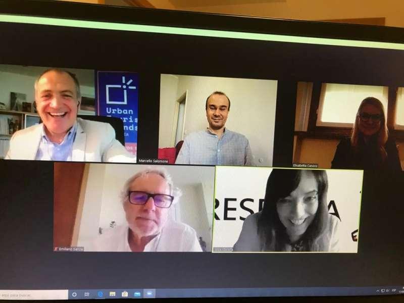 Videoconferencia con Antoni Bernabé y Emiliano García con representantes italianos. EPDA
