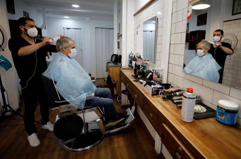 Una peluquería valenciana. EFE