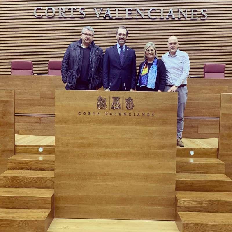 Claramonte a Les Corts amb els representats de Ciutadans a la cambra. EPDA