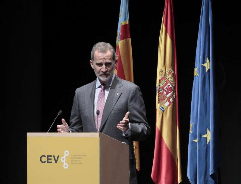 El rey Felipe VI durante su intervención en la clausura de la asamblea general de la Confederación Empresarial de la Comunitat Valenciana (CEV) .