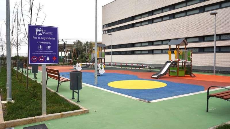 Área de juegos infantiles de la calle Valencia de Paterrna. EPDA