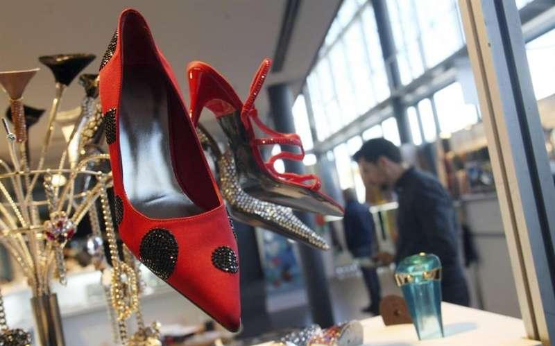 Varios zapatos expuestos en la feria del calzado Futurmoda. EFE/Morell/Archivo