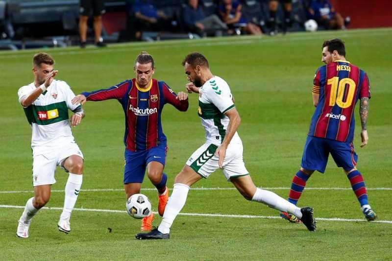 -El delantero argentino del FC Barcelona Lionel Messi (dcha) y el francés Antoine Griezmann EFE/Archivo