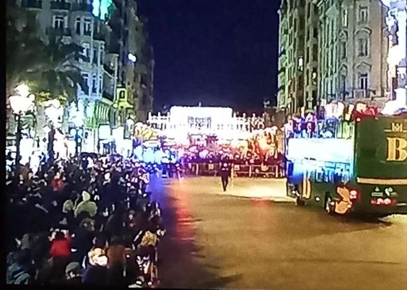 Centenares de personas sin mantener las distancias de seguridad. EPDA