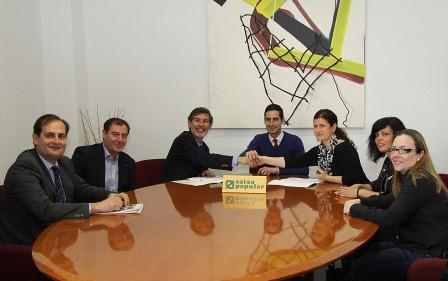 El Consistorio ha firmado esta mañana un convenio con Caixa Popular, destinado a la financiación de los proyectos de creación de pequeñas empresas y la promoción del autoempleo. FOTO: EPDA.