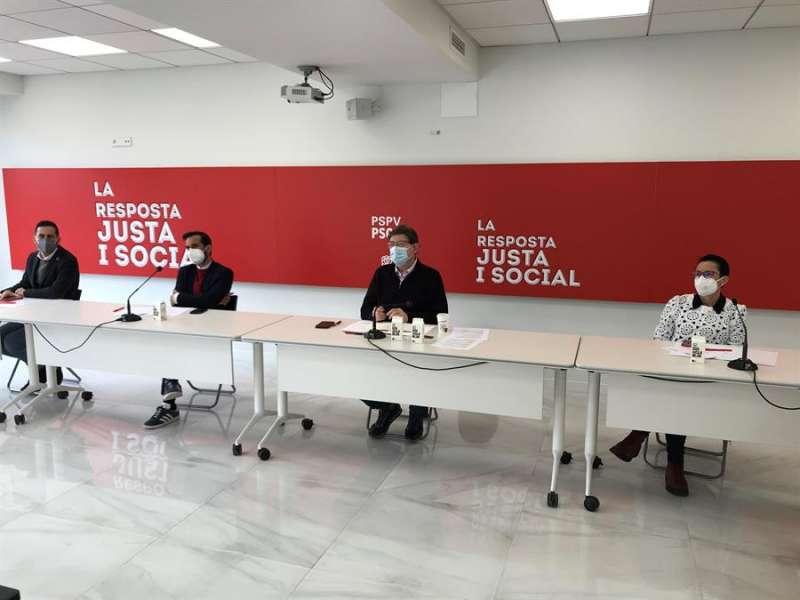 Reunión de la ejecutiva de los socialistas valencianos presidida por Ximo Puig. EFE