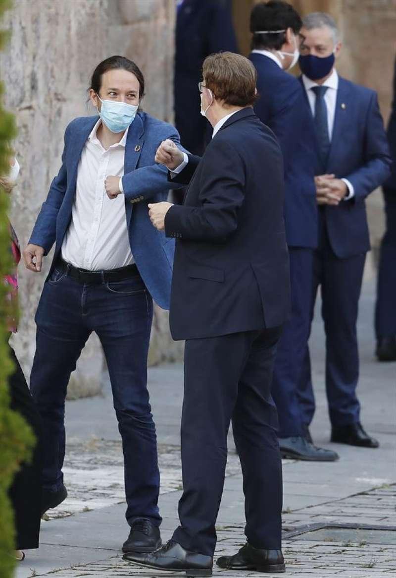 Pablo Iglesias saluda al presidente de la Generalitat valenciana, Ximo Puig, en una imagen de archivo. EFE