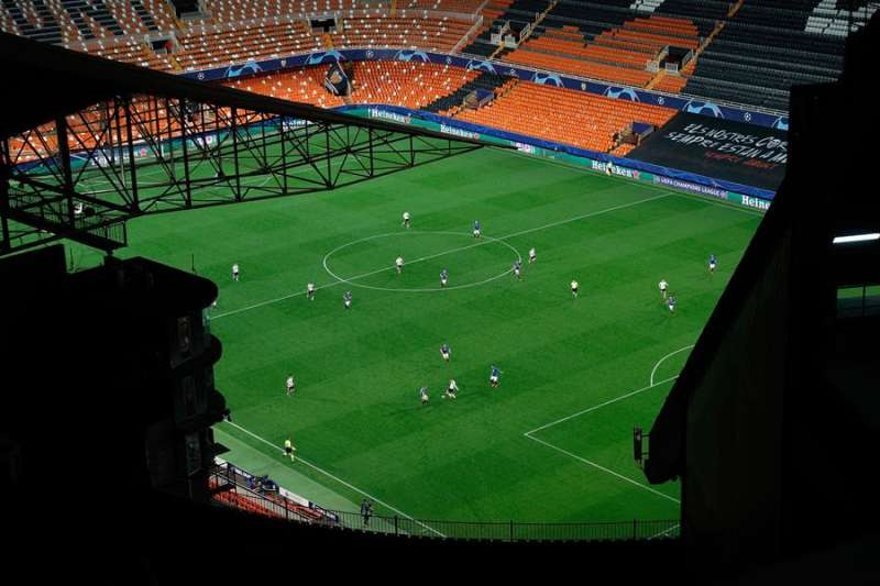 Imagen del encuentro de Liga de Campeones entre el Valencia CF y el Atalanta italiano que se disputó a puerta cerrada en el estadio de Mestalla (Valencia). EFE/ Archivo