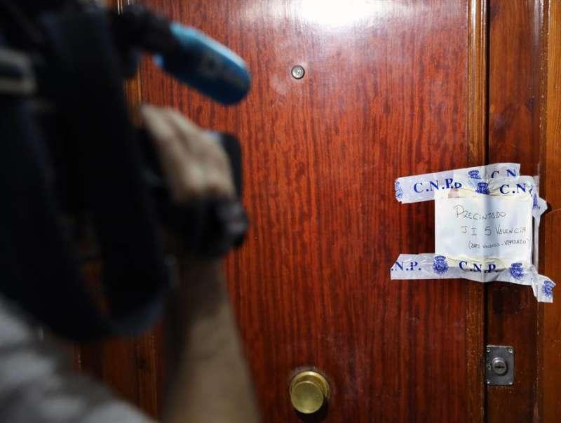 Vivienda donde se ha producido el asesinato machista en València. EFE