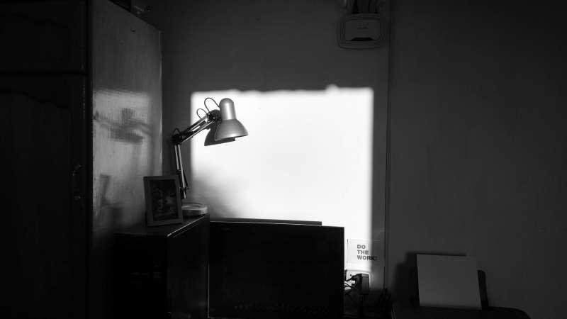 Lámpara en la sombra / EPDA