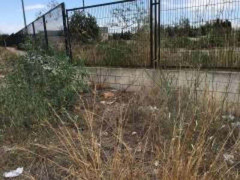 Imagen correspondiente a la acera exterior de la parcela municipal en calle Ciutat de Barcelona