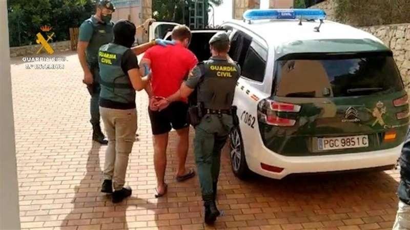 Una de las detenciones practicadas por la Guardia Civil.
