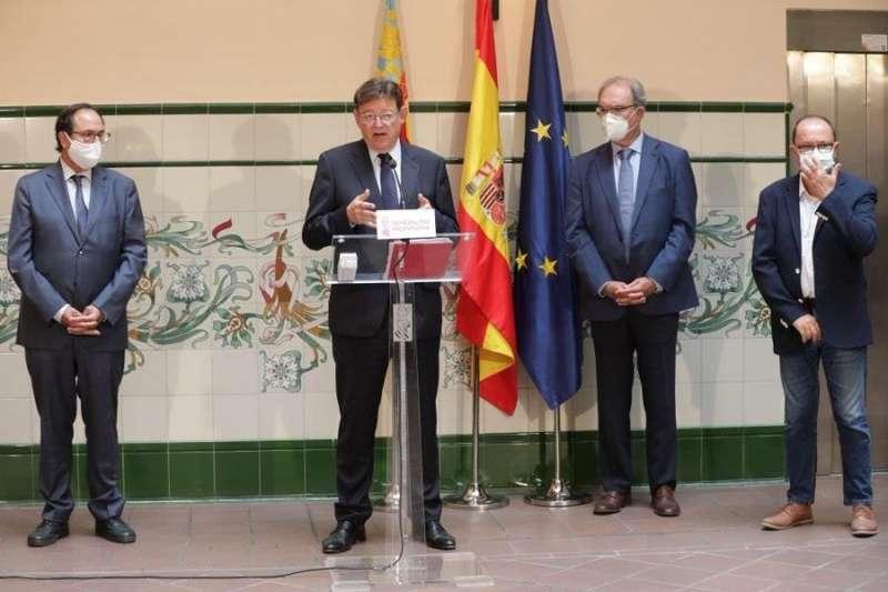El president de la Generalitat, Ximo Puig, tras presidir la firma de un convenio con la patronal azulejera Ascer. EFE