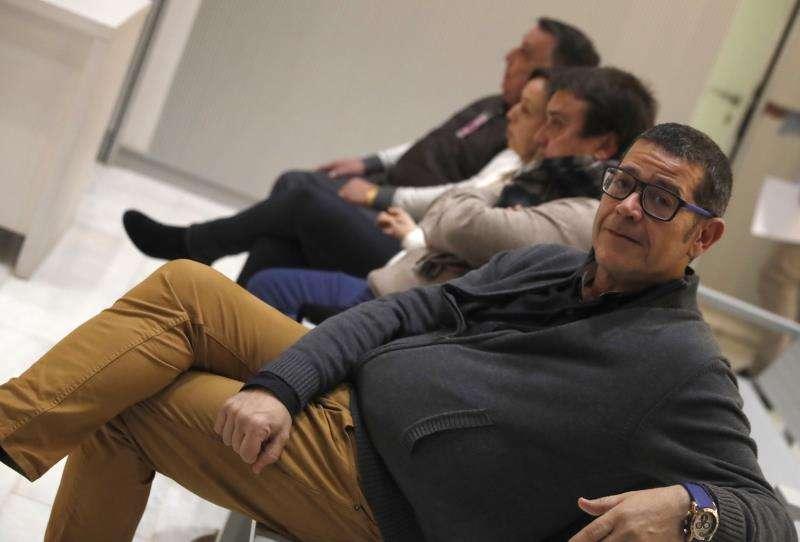 El empresario Jorge Ignacio Roca Samper (d), durante el juicio a cuatro acusados en la pieza 9 del caso Emarsa, sobre el saqueo de la empresa pública gestora de la depuradora de Pinedo (Valencia), de la que se inhibió el juez valenciano que les investigaba al imputarles delitos de blanqueo cometidos fuera de España. EFE