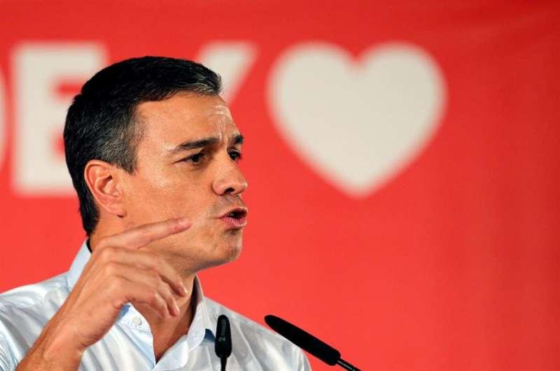 Pedro Sánchez, en un mitin de la precampaña electoral en València. EFE
