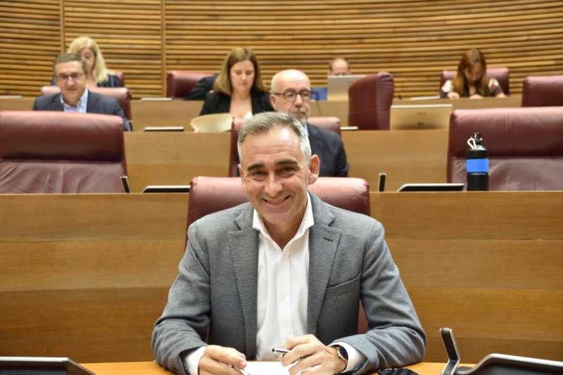 Miguel Barrachina en el parlamento valenciano