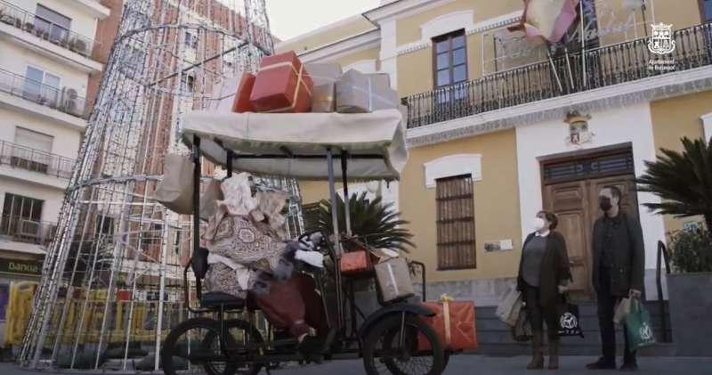Los pajes visitan los comercios. EPDA